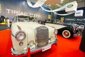 Oldtimer Auto: Mercedes-Benz 220S von 1957 beim Auto Show in Bukarest