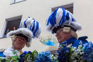 One of the most typical images of the Cologne carnival are the members of the traditional society of the Blaue Funken, dressed in very elaborate blue and white costumes