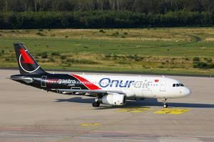 Onur Air TC-ODE Airbus A320 am Flughafen Köln/Bonn (CGN)