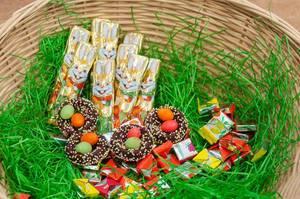 Osternest mit Süßigkeiten