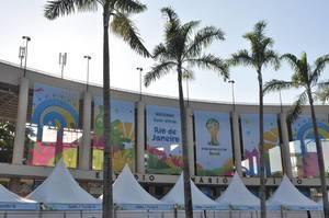 Palmen vor dem Maracanã-Stadion - Fußball-WM 2014, Brasilien