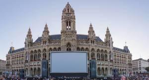 Panorama vom Rathausplatz in Wien während des 28. Film Festival