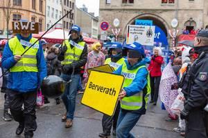 Pappnasen-Rotschwarz: Klimapaket- und RWE-Kritiker beim Kölner Karneval - Umsiedlung der Erkelenzer Stadtteile wie Berverath