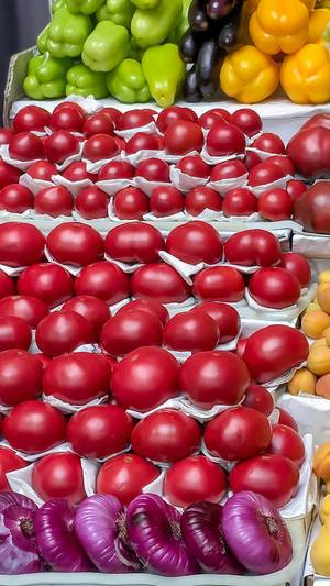 Paprika, Tomaten und Zwiebeln am Danilovsky Market in Moskau