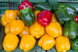 Paprika unterschiedlicher Farben am Naschmarkt in Wien