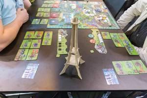 Paris New Eden Spiel mit dem Eifelturm