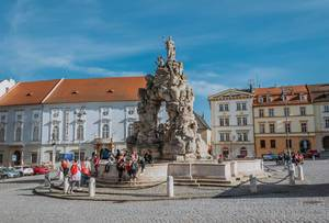Parnas-Brunnen auf dem Platz Zelný trh  in barocker Architektur und mit Wasserfontäne als Sehenswürdigkeit in Brünn, Tschechien