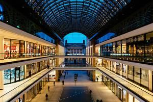 """Passage und Innenraum des Shoppincenters """"Mall of Berlin"""" am Leipziger Platz im Stadtteil Mitte"""