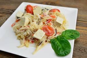 Pasta mit Tofu Käse, Cherrytomaten und Spinat
