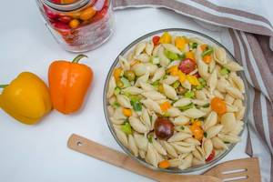 Pasta salad with pepper, tomatoes and olives  (Flip 2019)