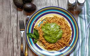 Pasta with Avocado Sauce