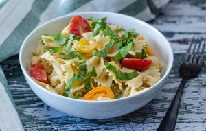 Pasta with Fresh Basil and Tomatoes