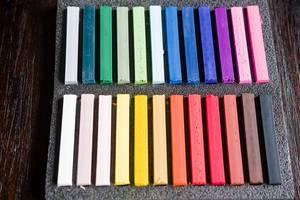Pastellkreiden verschiedener Farben im Set