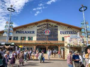 Paulaner Festzelt Haupteingang