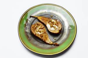 Pears baked with nuts