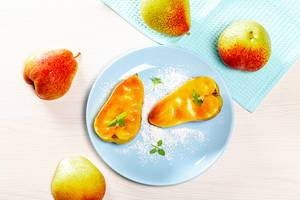 Pears-halves in caramel sauce and fresh whole. Top view