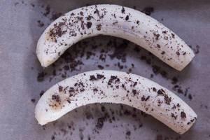 Peeled bananas with Chocolate flakes before baking