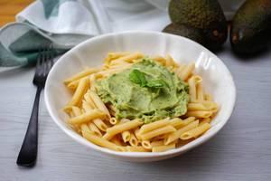 Penne mit Avocado Pesto