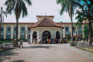 People gathering at the famous Magellan