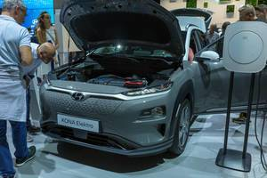 People next to the open hood of the Kona Elektro  - electric car by Hyundai