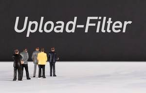 People standing in front of Upload-Filter text