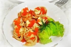 Pfannkuchen mit rotem Kaviar