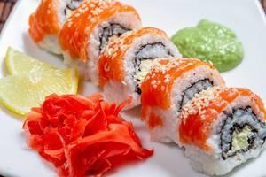 Philadelphia sushi homemade with wasabi, ginger and lemon slices (Flip 2019)