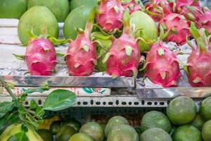 Pitayas und andere Früchte auf dem Ben Thanh Markt in Saigon