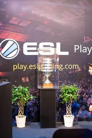 Pokal von ESL Play