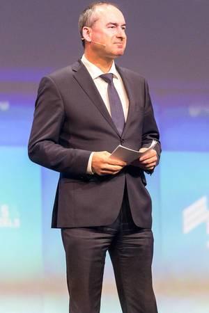 Politiker Hubert Aiwanger der Kleinpartei Freie Wähler und Bayerns Wirtschaftsminister, im Anzug auf der Gründermesse Bits & Pretzels 2019