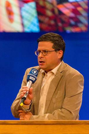 Politikwissenschaftler Professor Gideon Botsch auf der ARD Kontraste Bühne auf der IFA in Berlin, zum Thema rechte Parteien im deutschen Bundestag