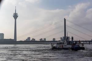 Polizeiboot auf dem Rhein in Düsseldorf