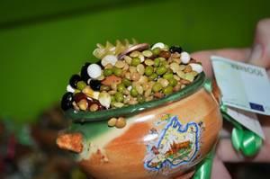 Pot mit Getreide und Hülsenfrüchten