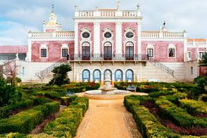 Pousada Palácio Estói with beautiful garden in front