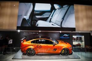 Präsentationsstand des Konzeptes von Jaguar XE SV Project 8 bei der IAA 2017