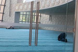 Praktizierende Moslems beim Beten in der Moschee in Ehrenfeld, Köln