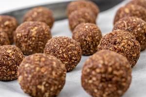 Preparing heatly Oatmeal energetic cookie balls for baking (Flip 2019)