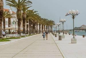 Promenade in Trau, Kroatien