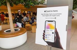Promotional banner for Apple Card, the credit card designed to work with Apple Pay on Apple devices