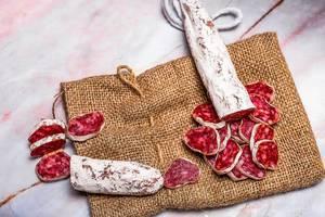 Prosciutto pieces on linen cloth (Flip 2019)