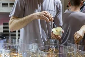 Proteinriegel von foodspring zum Probieren - FIBO Köln 2018