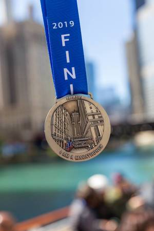 Proud of having run and completed the Chicago Marathon on the 13th October 2019: the medal received for completing the race