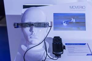 Puppenkopf mit Smartbrille Moverio BT-350 von Epson an der Photokina in Köln