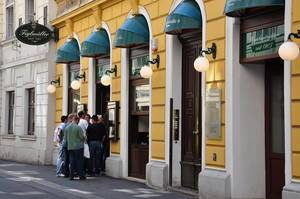 Queue in front of the Viennese restaurant Figlmüller in Austria