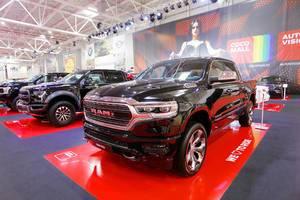 RAM 1500 Pick-up-Truck in Schwarz auf der Automobilmesse in Bukarest