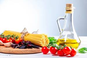 Raw spaghetti with herbs, tomatoes and olive oil (Flip 2019)