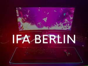 """Razer Chroma Gaming PC mit Philips Hue, leuchtender Tastatur und Maus, mit dem Bildtitel """"IFA BERLIN"""""""