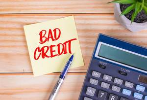 Red bad credit text on a sticky note
