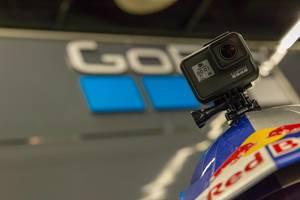 Red Bull Helm mit GoPro Hero 7 Action Kamera