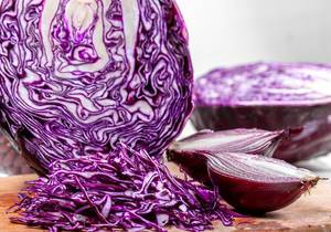 Red cabbage and onions cut close-up (Flip 2019)